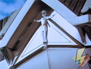 White Alien Ranger activating the Shogunzord