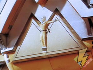 Yellow Alien Ranger activating the Shogunzord
