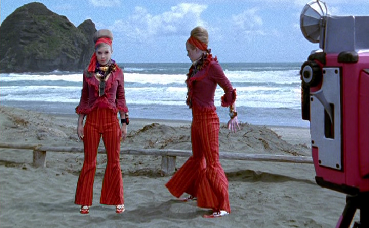 Power Rangers - 11x03 - Beauty and the Beach