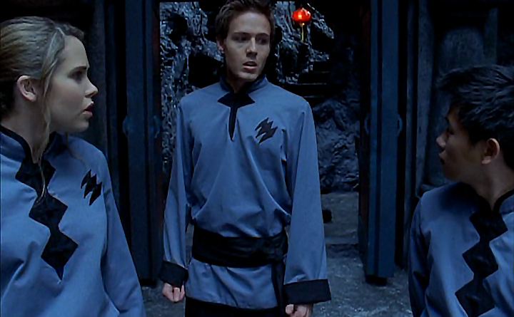 Power Rangers - 16x01 - Welcome to the Jungle (1)