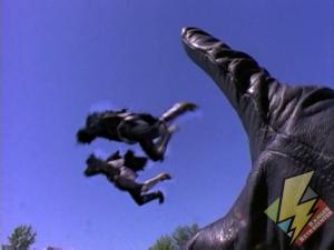 Giant Ninja Ranger throwing Tengas
